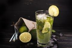Cocktail de Mojito dans un long verre Image stock