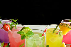 Cocktail de Mojito de plusieurs saveurs tropicales photographie stock libre de droits