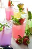 Cocktail de Mojito de plusieurs saveurs tropicales photographie stock