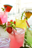 Cocktail de Mojito de plusieurs saveurs tropicales photo stock