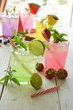 Cocktail de Mojito de plusieurs saveurs tropicales photos libres de droits