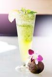 Cocktail de Mojito en haut verre Photo libre de droits