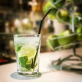 Cocktail de Mojito sur la barre Photographie stock