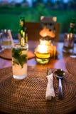 Cocktail de Mojito sur la table Images stock