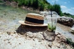 Cocktail de refrescamento do verão com hortelã Fotos de Stock