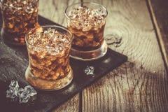 Cocktail de rhum et de kola en verres Photos stock