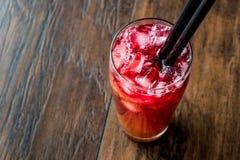 Cocktail de tôle de l'Alabama avec la paille noire image libre de droits