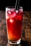 Cocktail de tôle de l'Alabama avec la paille noire photos libres de droits