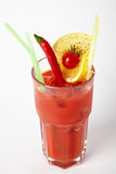 Cocktail de tomate d'alcool avec les tomates-cerises et le piment image libre de droits