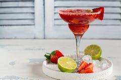 Cocktail dei daiquiri di fragola immagini stock libere da diritti
