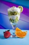 Cocktail del kiwi in vetro fotografie stock libere da diritti