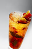 Cocktail del rinfresco con l'ananas & la fragola Fotografia Stock Libera da Diritti
