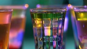 Cocktail deliziosi differenti, rotazione, colpi archivi video