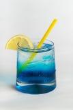 Cocktail dell'alcool su fondo bianco Fotografia Stock