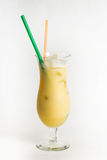 Cocktail dell'alcool su fondo bianco Immagine Stock