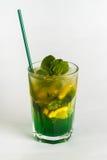 Cocktail dell'alcool su fondo bianco Fotografie Stock