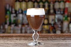 Cocktail dell'alcoolizzato dell'irish coffee Fotografie Stock Libere da Diritti
