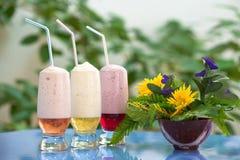 Cocktail dell'ossigeno con lo sciroppo della frutta Fotografie Stock Libere da Diritti