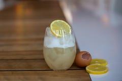 Cocktail della chiara dell'uovo immagine stock libera da diritti
