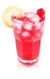Cocktail della ciliegia con ghiaccio ed il limone in vetro Immagini Stock Libere da Diritti