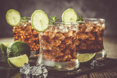 Cocktail della cola e del rum in vetri Fotografia Stock Libera da Diritti