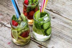 Cocktail della disintossicazione, frutta fresca, cibo sano immagini stock libere da diritti
