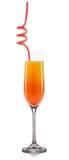 Cocktail della mimosa in vetro del champagne isolato su fondo bianco Immagine Stock