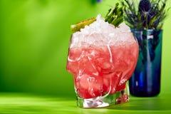 Cocktail dello zombie su fondo verde Fotografie Stock