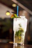 Cocktail in der Bar Stockfoto