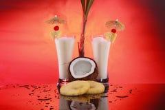 Cocktail di colada di Piña o smoothie della noce di cocco fotografia stock