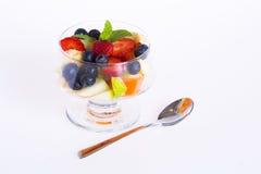 Cocktail di frutta con il cucchiaio Fotografie Stock Libere da Diritti