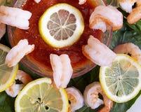 Cocktail di gamberetto con spinaci immagini stock