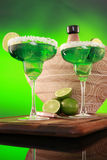 Cocktail di Margarita su verde Immagini Stock