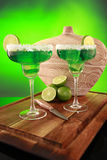 Cocktail di Margarita su verde fotografia stock libera da diritti