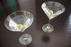 Cocktail di Martini con le olive Fotografie Stock