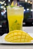 Cocktail di mojito del mango per vita notturna Fotografie Stock