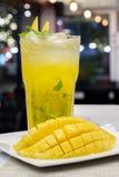 Cocktail di mojito del mango per vita notturna Fotografie Stock Libere da Diritti