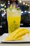 Cocktail di mojito del mango per vita notturna Immagine Stock Libera da Diritti