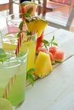 Cocktail di Mojito di parecchi sapori tropicali Fotografia Stock Libera da Diritti