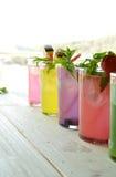 Cocktail di Mojito di parecchi sapori tropicali Fotografia Stock