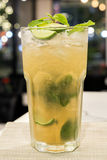 Cocktail di Mojito per vita notturna Fotografie Stock