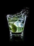 Cocktail di Mojito su priorità bassa nera Fotografie Stock Libere da Diritti