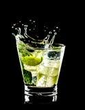 Cocktail di Mojito su priorità bassa nera Immagine Stock Libera da Diritti