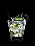Cocktail di Mojito su priorità bassa nera Fotografia Stock Libera da Diritti