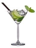 Cocktail di Mojito in vetro di martini su fondo bianco Immagini Stock Libere da Diritti