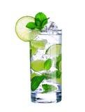 Cocktail di Mojito in vetro isolato su bianco Fotografie Stock Libere da Diritti