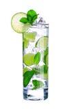 Cocktail di Mojito in vetro isolato su bianco Fotografia Stock