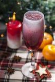 Cocktail di Natale con il cubetto di ghiaccio Fotografie Stock