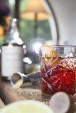 Cocktail di Negroni sulla tavola di legno Fotografie Stock
