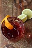 Cocktail di Negroni sulla tavola di legno Fotografia Stock